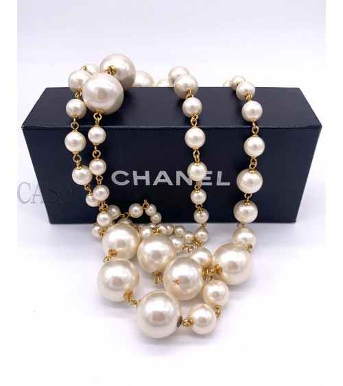 CHANEL VINTAGE GLASS PASTE PEARLS NECKLACE